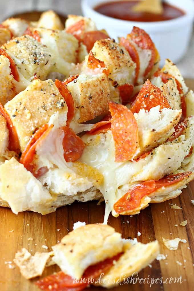 Pepperoni Pizza Pull-Apart Bread