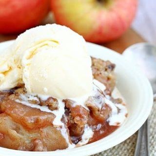 Slow Cooker Apple Cobbler